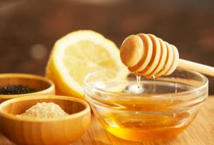 Természetes cukorhelyettesítők között kiemelkedik a méz