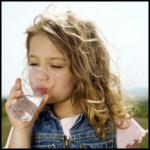 Miért fontos a megfelelő mennyiségű folyadékbevitel?
